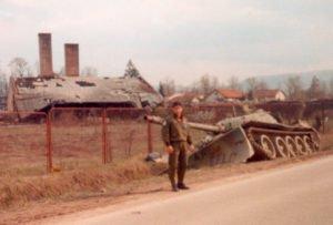 Carro armato serbo colpito da munizioni DU
